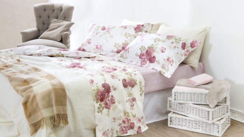 dormitorio blanco flores