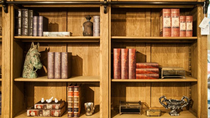 salones clásicos estantería de madera