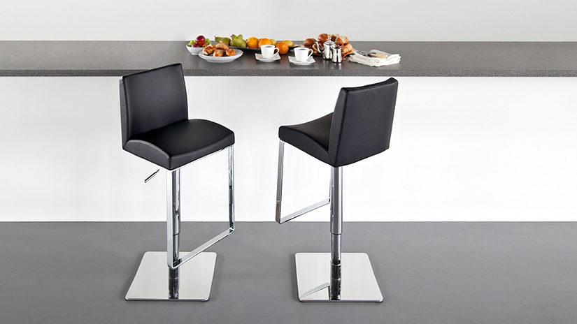 mesa, sillas