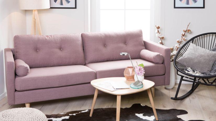 Canapé rétro de couleur rose