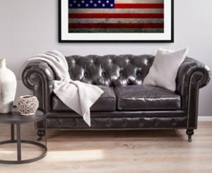 Canapé en cuir avec plaid et coussin