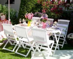 Mobilier de jardin en bois blanc