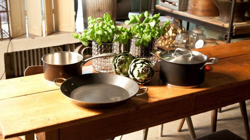 grande table de cuisine rustique en bois
