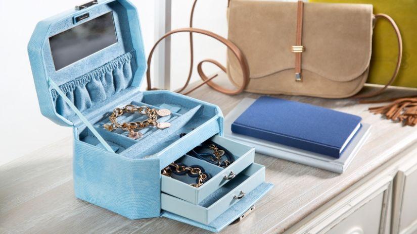 Armoire à bijoux en suédine bleu ciel