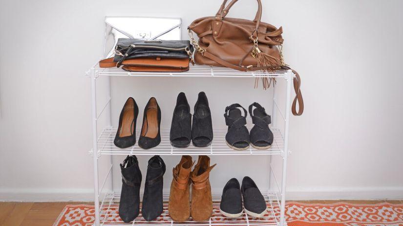 Petit meuble à chaussures en métal