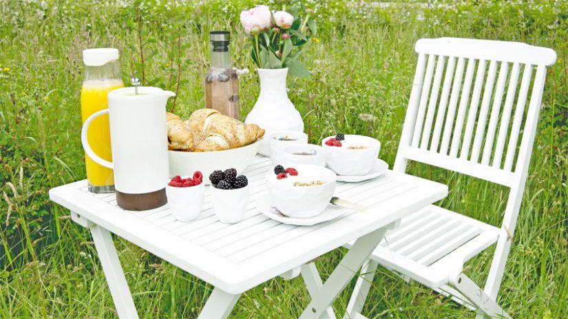 Table de jardin blanche et carrée