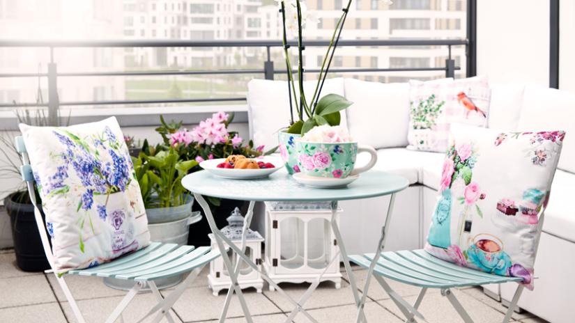 Table de jardin en métal bleu ciel