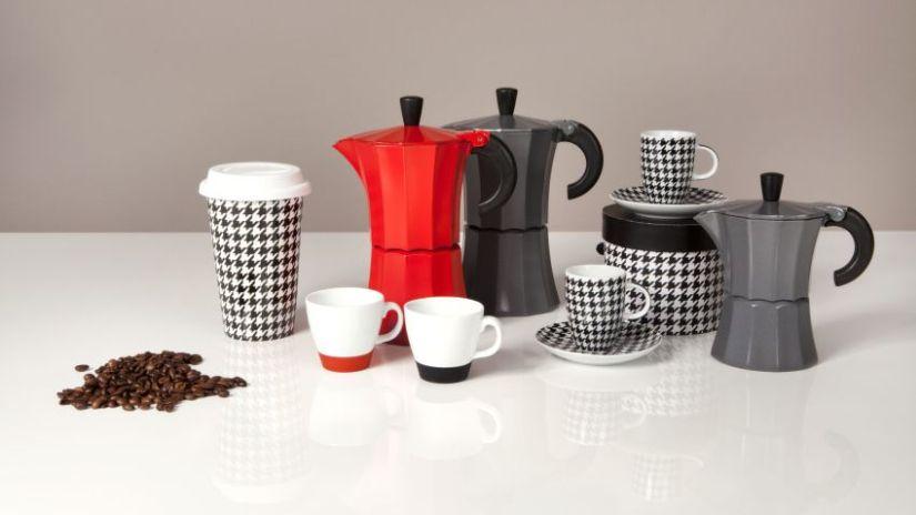 Machine à café noire et rouge