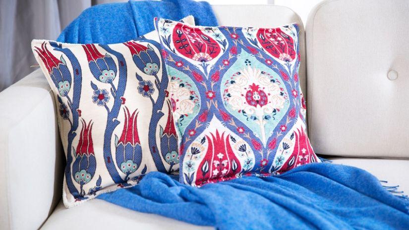 Plaid coton uni sur un canapé