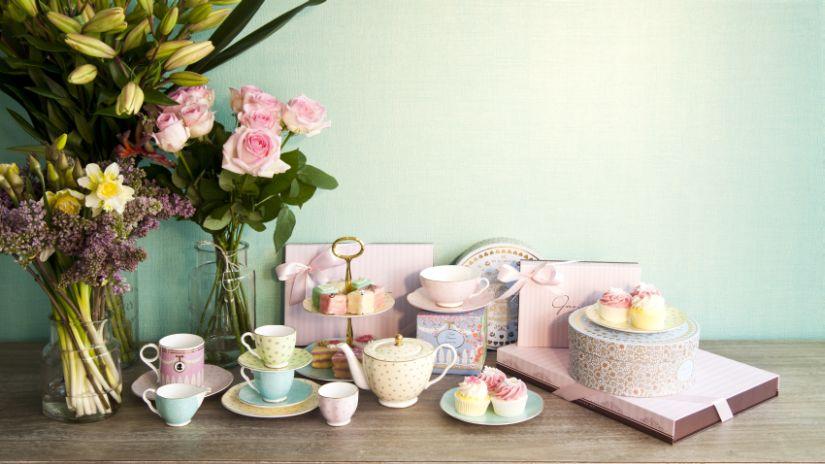 Tasses de couleur pastel de service à thé