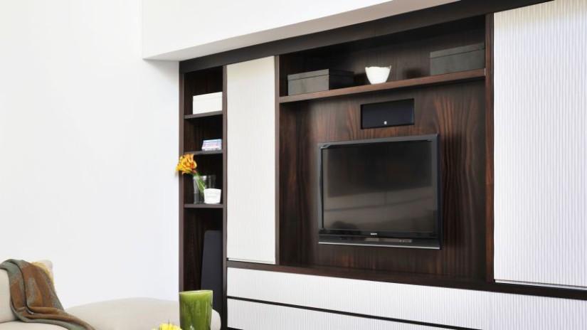 Meuble tv pour votre quipement high tech westwing - Hauteur tv au mur ...
