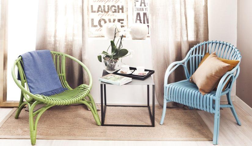 Fauteuils rotin vert et fauteuil en rotin bleu