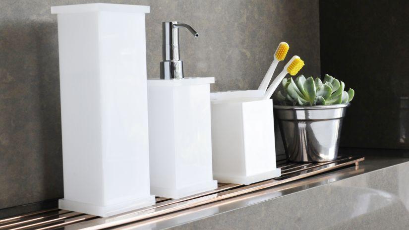 Distributeur de savon en porcelaine blanche