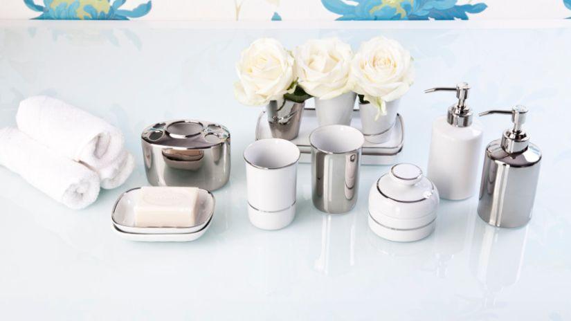 Distributeurs de savon design, blanc et argenté