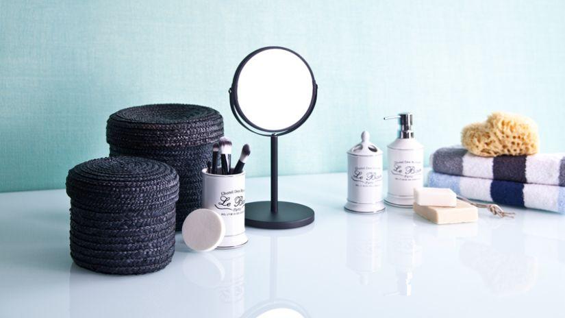 Miroir grossissant en métal de couleur noire
