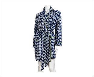 Robe de chambre bleue et blanche à motifs