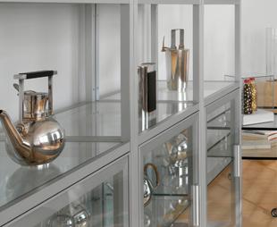 Vitrine en verre dans une cuisine