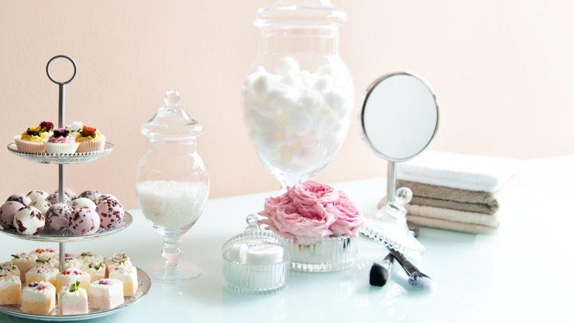 miroir grossisant, sels de bain