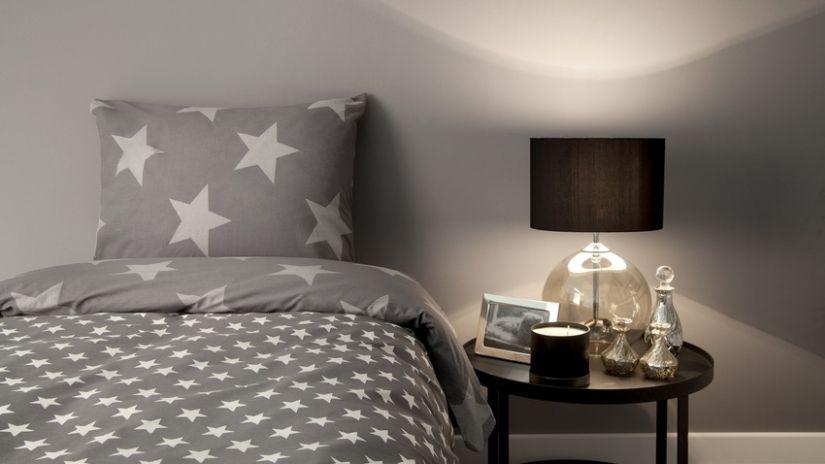 Lit 120x200 gris avec étoiles blanches