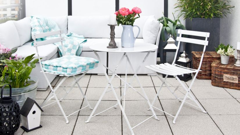 table de bistrot, table en fer, chaises en fer, terrasse
