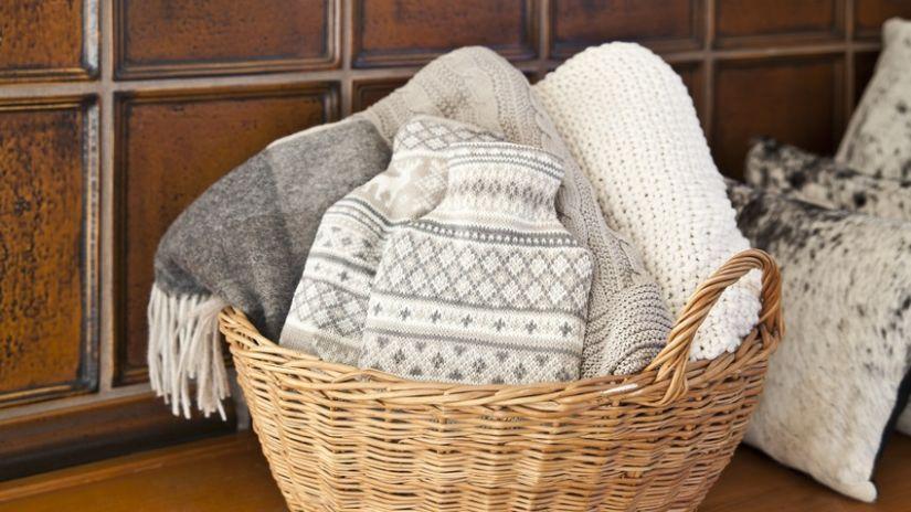 Bouillottes grises et blanches à motifs