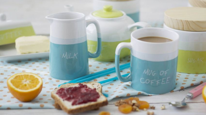 Mug à café blanc et bleu