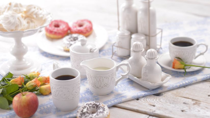 Mugs blancs en porcelaine