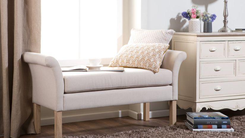 liseuse chambre à coucher, meuble beige, méridienne