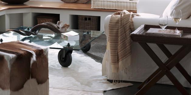 tapis peau de vache dans un salon