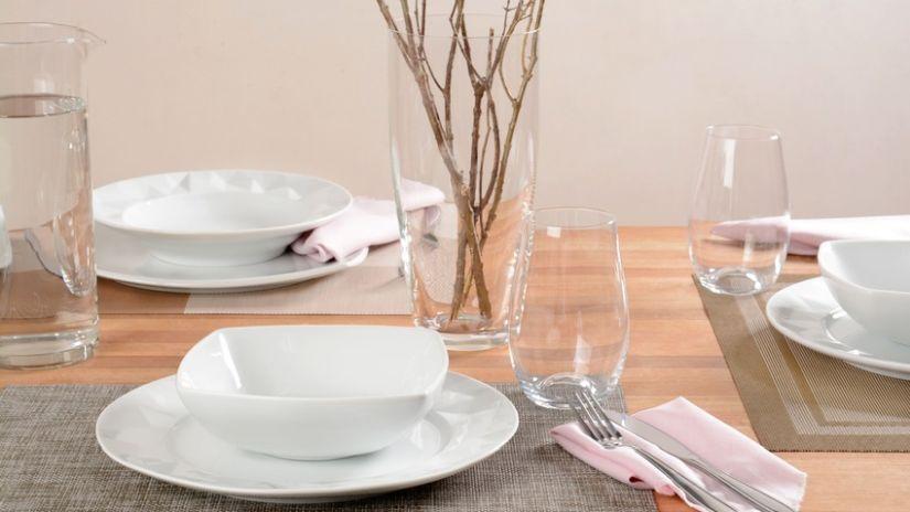 Assiette carrée blanche en porcelaine