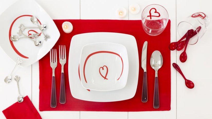 Assiette plate carrée de couleur blanche
