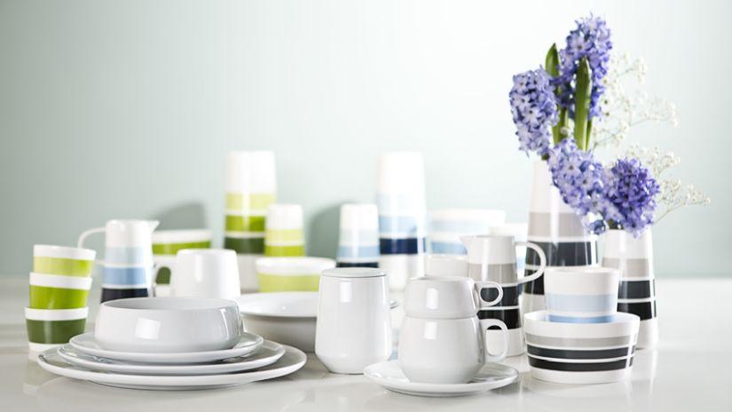 Service de vaisselle en porcelaine blanche