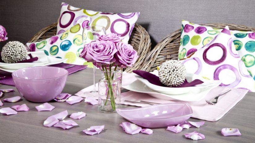 Soliflore en verre et fleurs roses