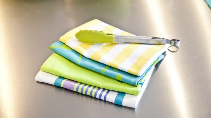 Torchon à rayures blanc et jaune