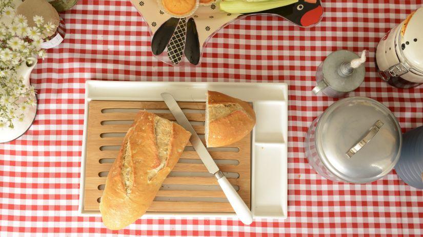 Planche à pain en bambou avec ramasse-miettes