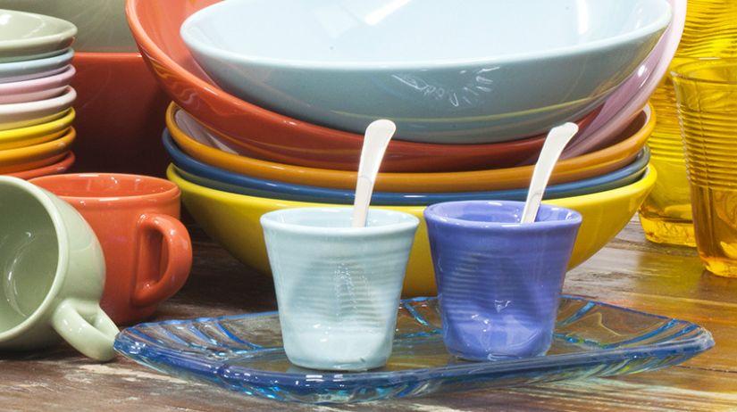 tasses froissés de couleur