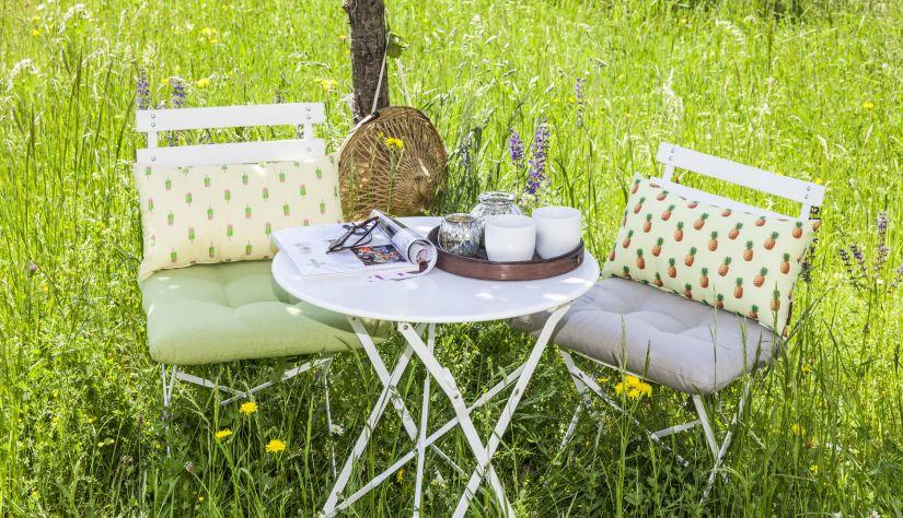 table et chaises en métal - prairie