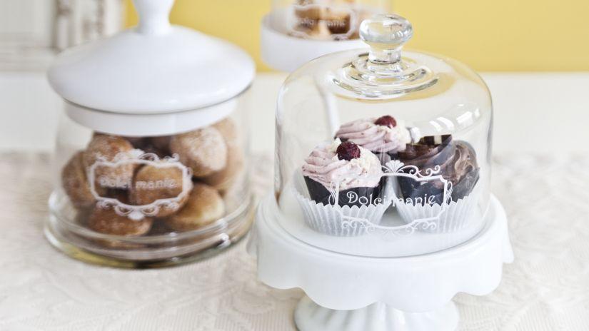 cloche en verre, pâtisseries, cupcakes
