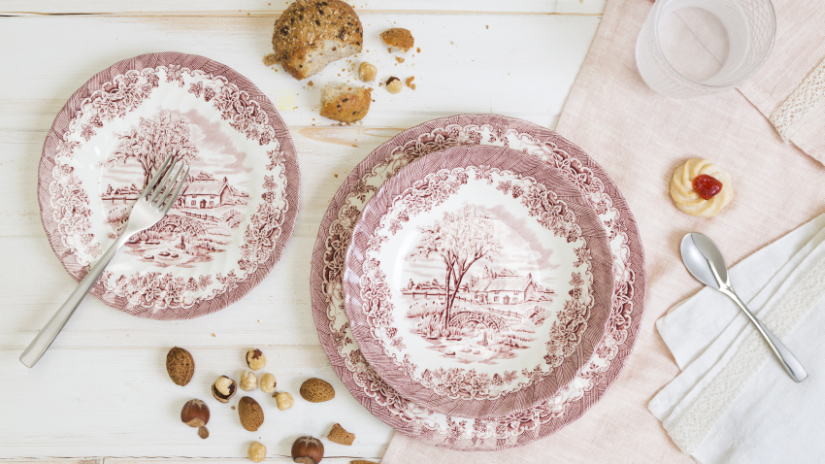 assiettes plates roses