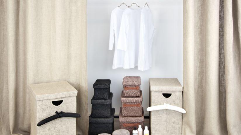 Cintre tissu blanc et cintre tissu noir