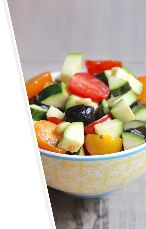 Salade croquante de tomates, courgettes et olives noires