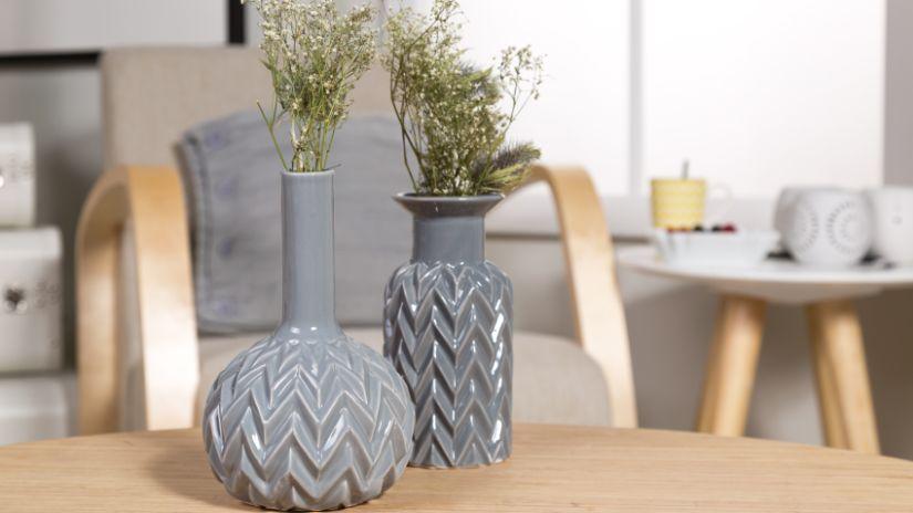 Vases gris en céramique
