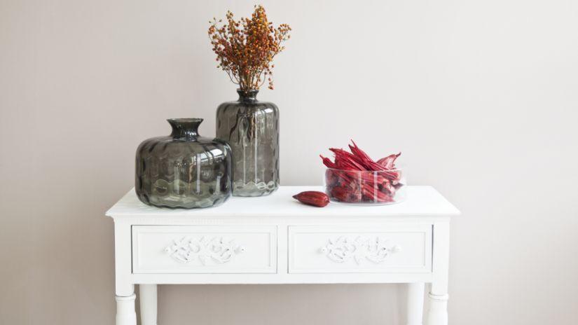 Vases gris en verre transparent