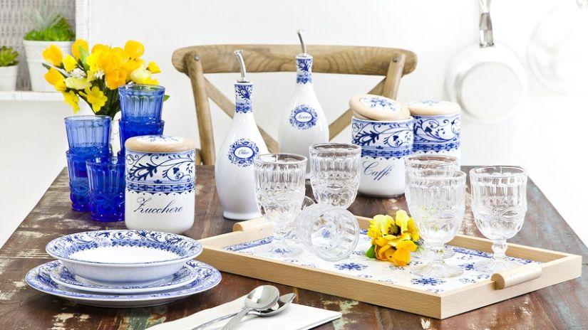 Vinaigrier en porcelaine blanche à motifs bleus