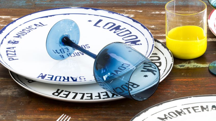 Assiettes plates bleues