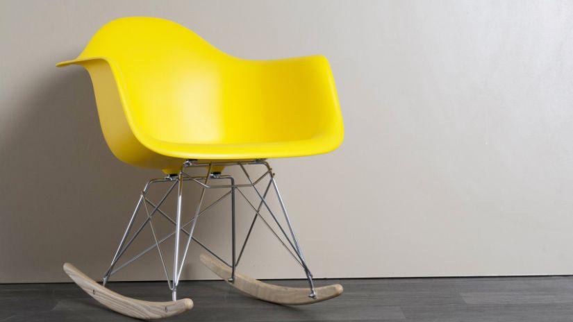 Fauteuil à bascule design de couleur jaune