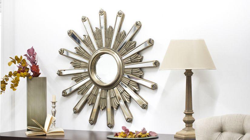 Miroir en bois en forme de soleil