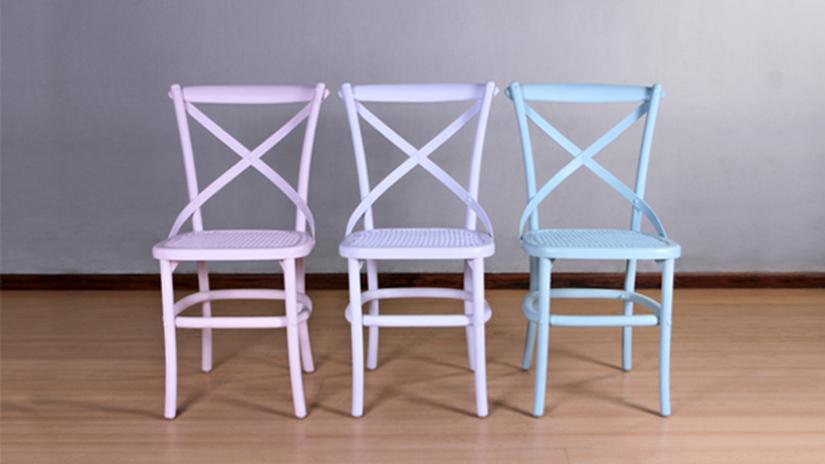 Chaise violette design en bois