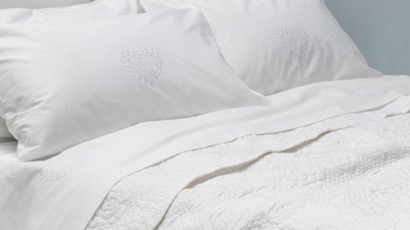 Draps blancs pour un lit 2 places