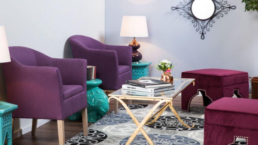 Confortables fauteuils violets
